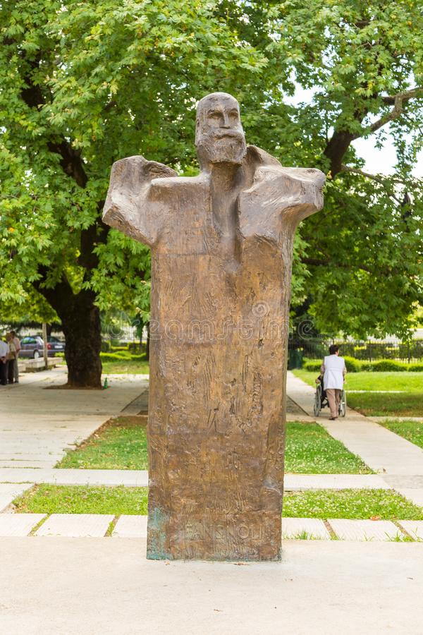 Monumento al fan Stilian Noli di Theofan a Tirana, Albania fotografie stock