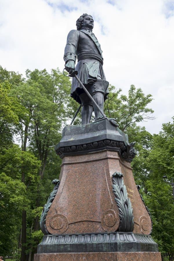 Monumento al fundador de Kronstadt Peter 1 imagenes de archivo
