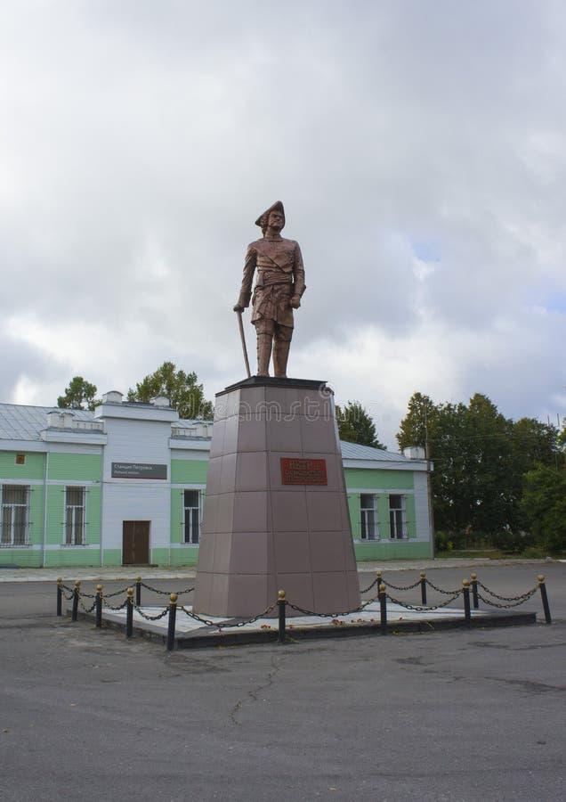 Monumento al fundador de la ciudad de Petrovsk Peter el grande en el cuadrado imágenes de archivo libres de regalías