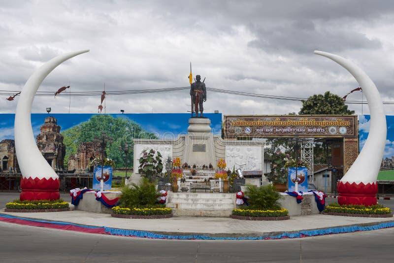 Monumento al fundador de la ciudad Phaya Surin Phakdi Si Narong Changwang de Surin en Surin, Tailandia imagenes de archivo