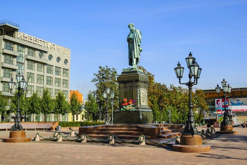 Monumento al grande poeta russo di Alexander Pushkin- Quadrato di Pushkin Mosca, Russia fotografia stock libera da diritti