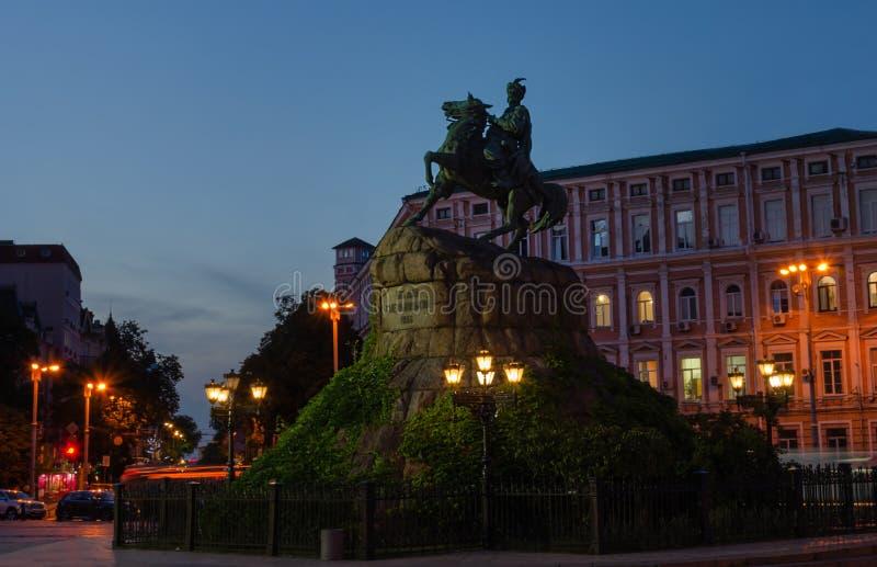 Monumento al Hetman Bogdan Khmelnitsky en Sofia Square, Kiev, Ucrania foto de archivo libre de regalías