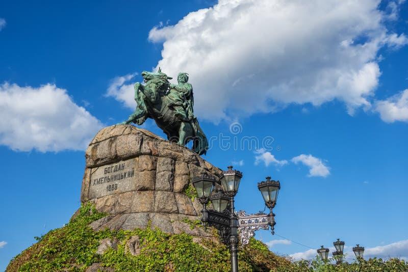 Monumento al Hetman ucraniano famoso Bogdan Khmelnitsky en el cuadrado de Sof?a en Kiev, Ucrania imagen de archivo libre de regalías