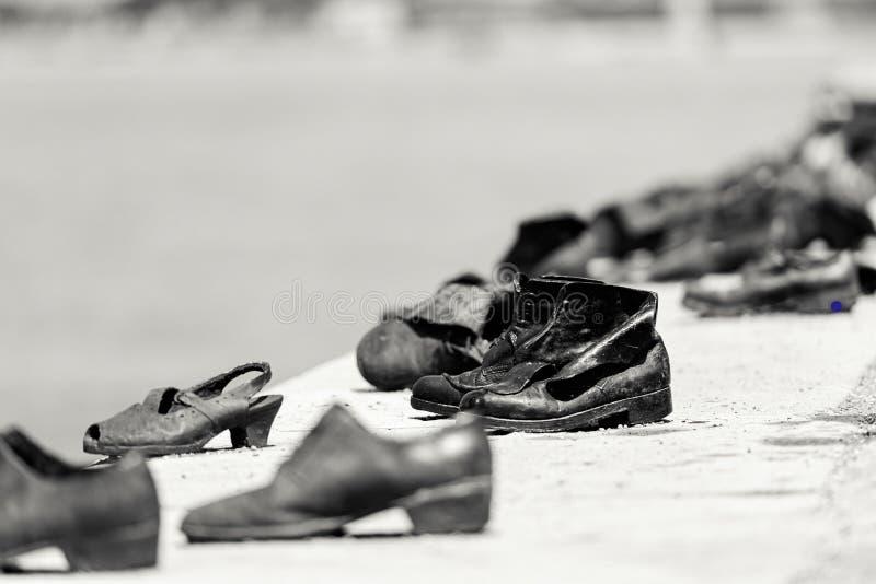Monumento al holocausto en el Danubio, Budapest fotos de archivo