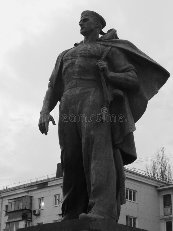 monumento al marinaio russo in Novorossijsk fotografia stock