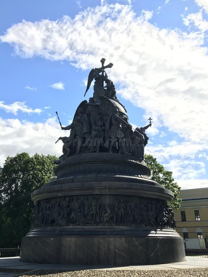 Monumento al milenio de Rusia en el territorio del Kremlin en Veliky Novgorod, Rusia fotos de archivo