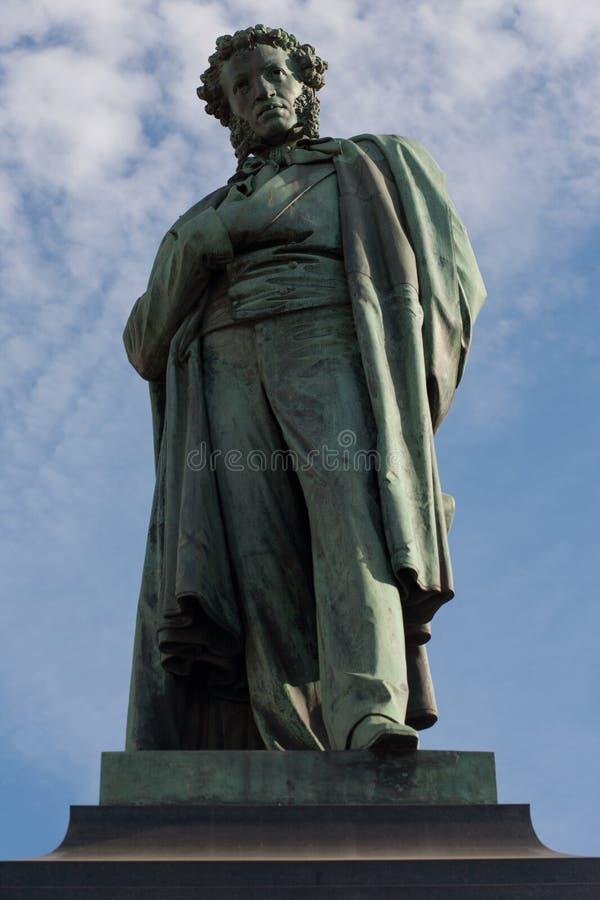 Monumento al poeta russo Alexander Pushkin fotografie stock