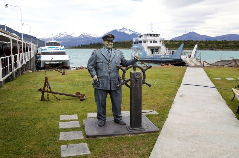 Monumento al porto di Punta Bandera su Argentino Lake, Argentina fotografia stock libera da diritti