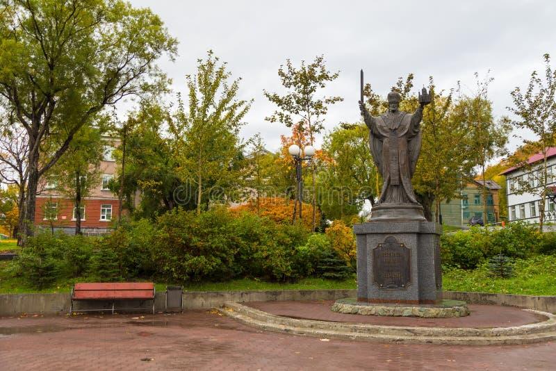 Monumento al san Nicholas Wonderworker, Petropavlovsk-Kamcatskij, Russia fotografia stock