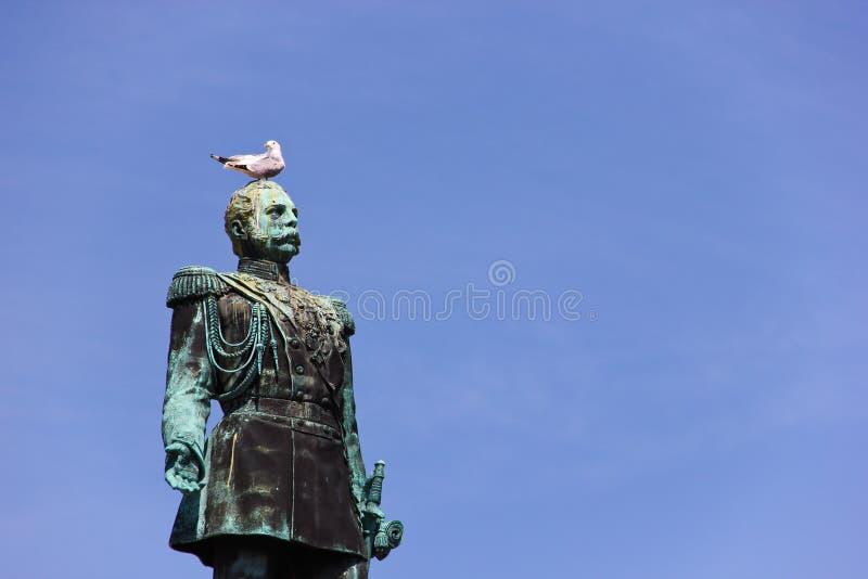 Monumento a Alejandro II en cuadrado del senado de Helsinki fotos de archivo