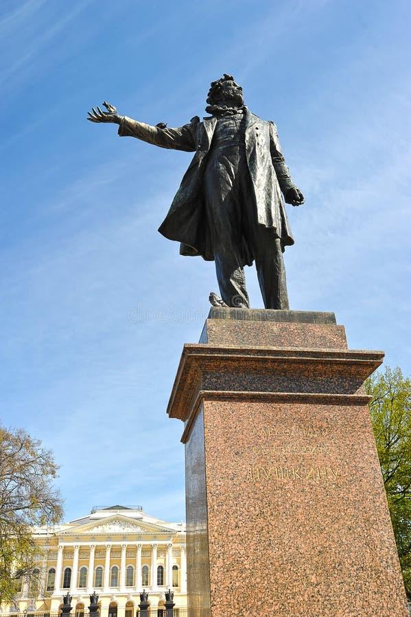 Monumento a Alexander Pushkin en cuadrado de los artes imágenes de archivo libres de regalías