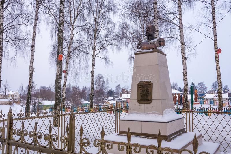 Monumento all'imperatore Alessandro II nel villaggio di Vyatskoye, Ya fotografie stock