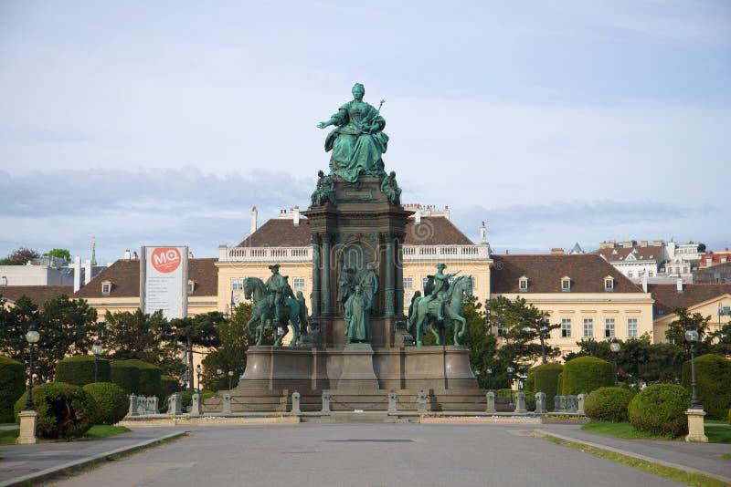 Monumento all'imperatrice Maria Theresa nel primo mattino Vienna, Austria fotografie stock libere da diritti