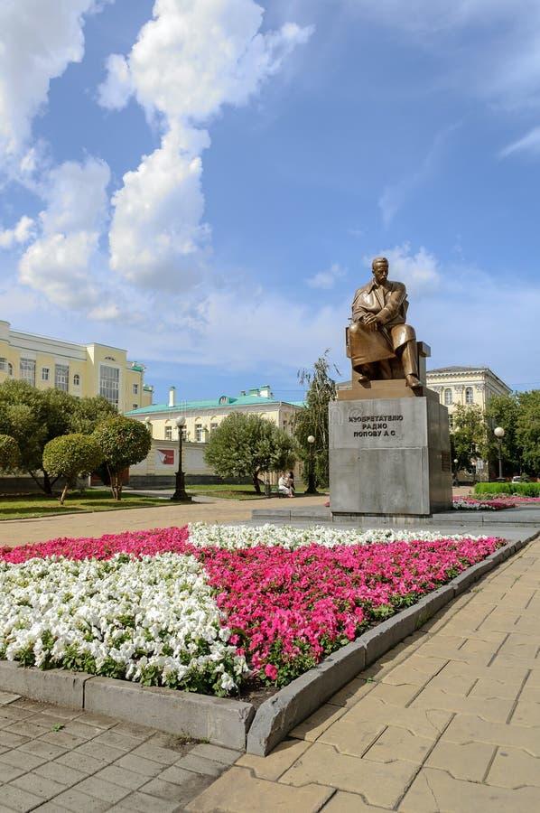 Monumento all'inventore della radio A S Popov immagine stock