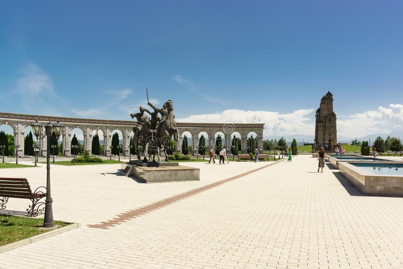 Monumento alla divisione selvaggia del reggimento di cavalleria di Ingush sul territorio del memoriale della memoria e della glor immagine stock libera da diritti