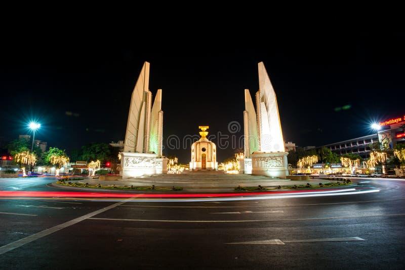 Monumento alla notte, Bangkok - Tailandia di democrazia fotografie stock