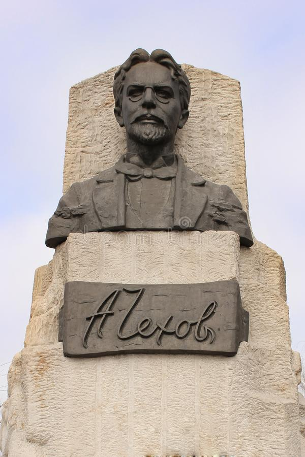 Monumento allo scrittore russo famoso e famoso A chekhov immagini stock libere da diritti