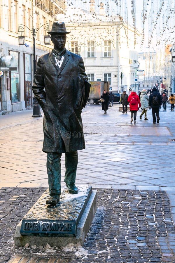Monumento ao compositor Sergei Prokofiev em Moscou foto de stock