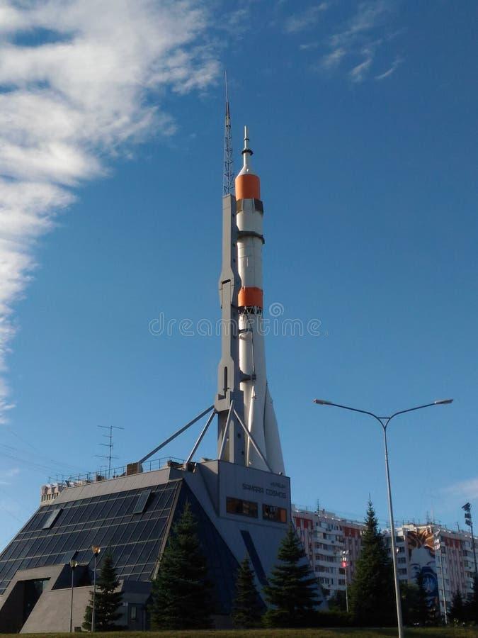 Monumento ao foguete de espaço R-7 no Samara imagens de stock
