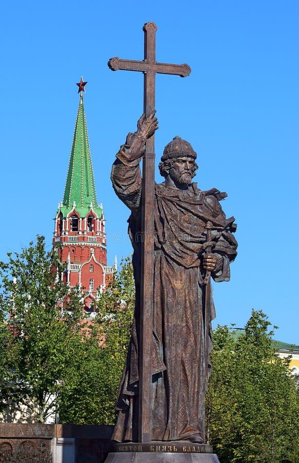 Monumento ao príncipe santamente Vladimir dos Igual-à--apóstolos no Mo foto de stock royalty free