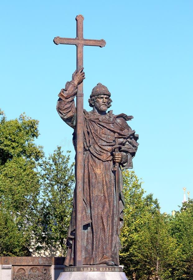 Monumento ao príncipe santamente Vladimir dos Igual-à--apóstolos no Mo fotos de stock