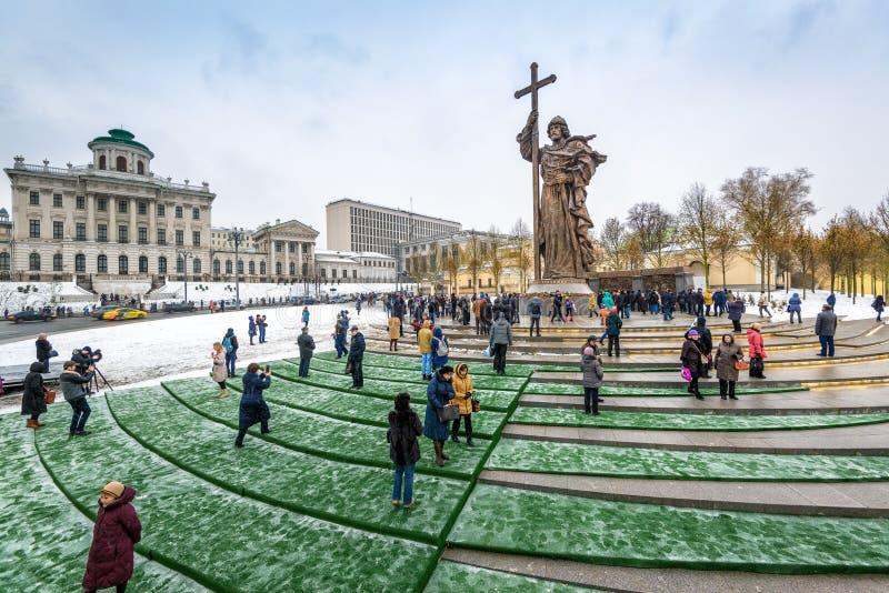 Monumento ao príncipe santamente Vladimir o grande em Moscou imagem de stock
