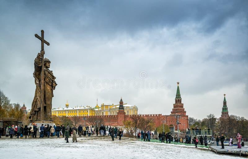 Monumento ao príncipe santamente Vladimir o grande em Moscou fotos de stock royalty free