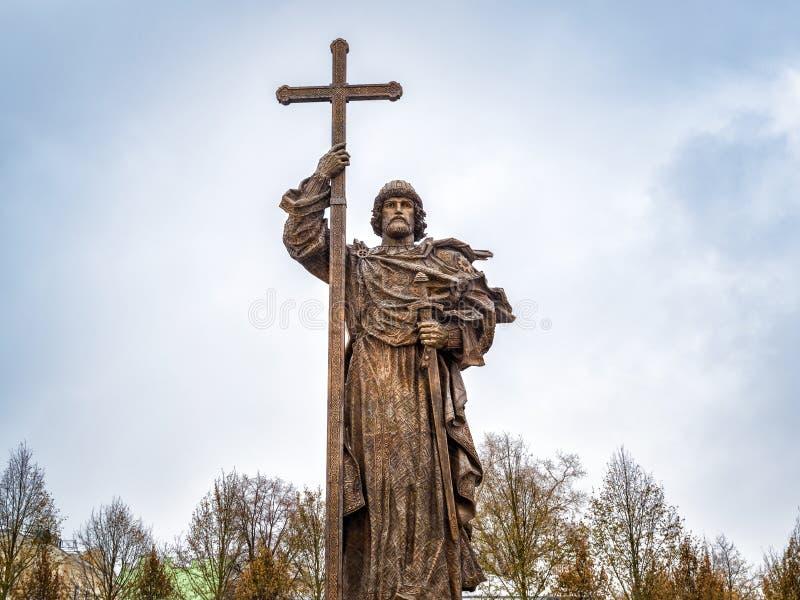 Monumento ao príncipe santamente Vladimir o grande em Moscou foto de stock royalty free