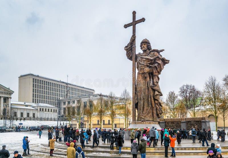 Monumento ao príncipe santamente Vladimir o grande em Moscou imagem de stock royalty free