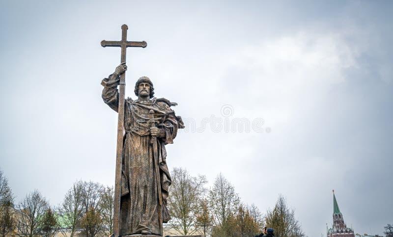 Monumento ao príncipe santamente Vladimir o grande em Moscou fotografia de stock royalty free