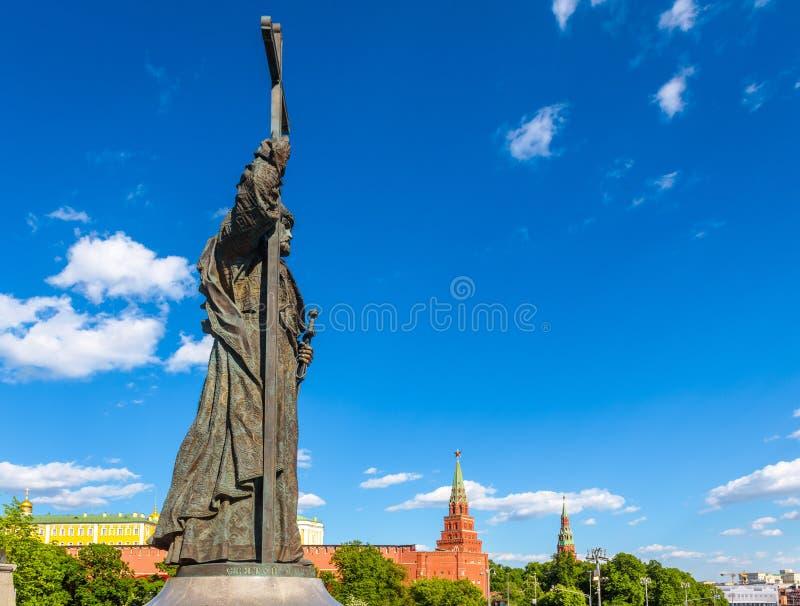 Monumento ao príncipe santamente Vladimir o grande Kremlin de negligência de Moscou, Rússia foto de stock royalty free