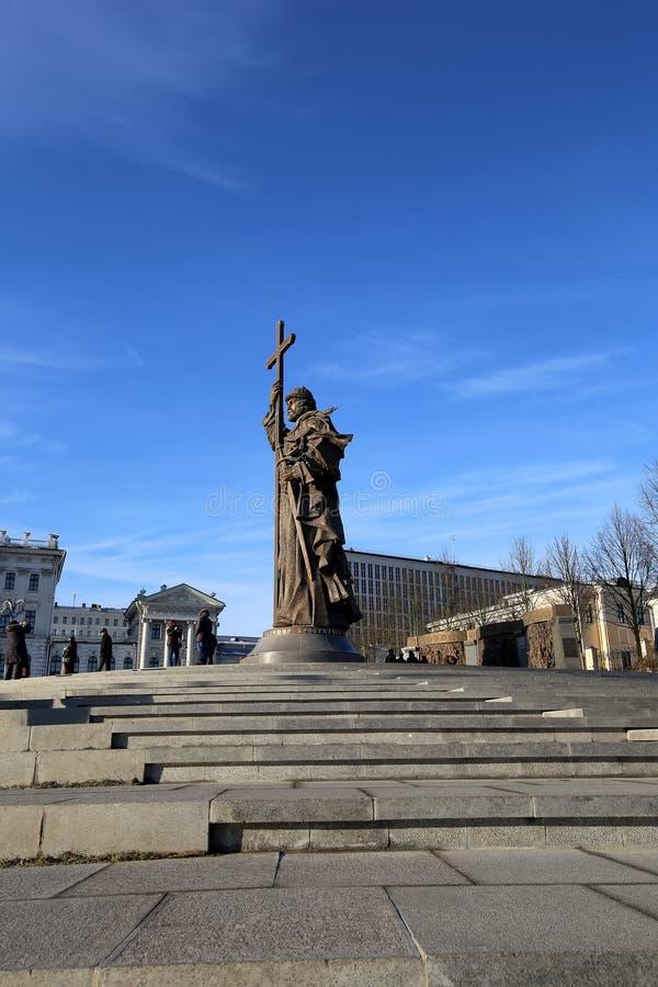 Monumento ao príncipe santamente Vladimir o grande no quadrado de Borovitskaya em Moscou perto do Kremlin, Rússia foto de stock