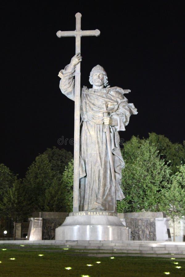 Monumento ao príncipe Vladimir no quadrado de Borovitskaya em Moscou, perto do Kremlin de Moscou imagem de stock royalty free