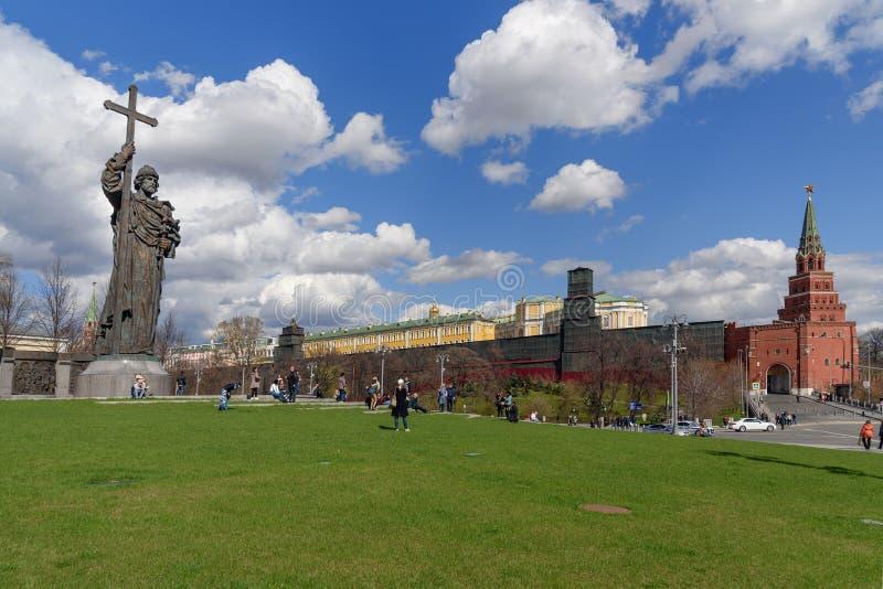 Monumento ao príncipe Vladimir o grande no quadrado de Borovitskaya perto do Kremlin em Moscou Rússia imagens de stock