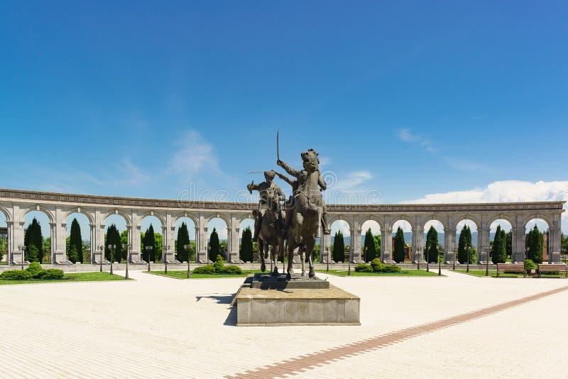 Monumento ao regimento de cavalaria do Ingush da divisão selvagem - formação da cavalaria do exército imperial do russo - memoria imagem de stock