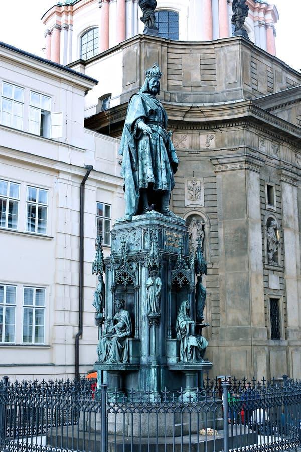Monumento ao rei checo Karl IV em Praga fotografia de stock