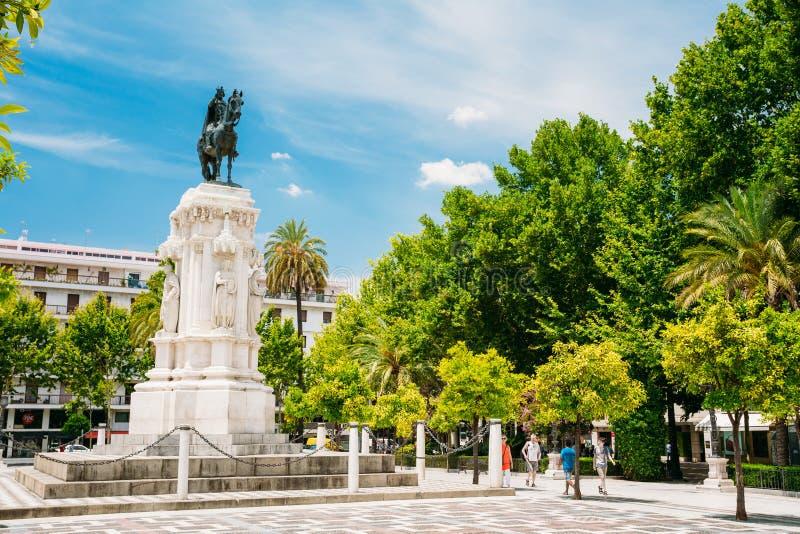 Monumento ao rei Saint Ferdinand no quadrado novo fotografia de stock royalty free