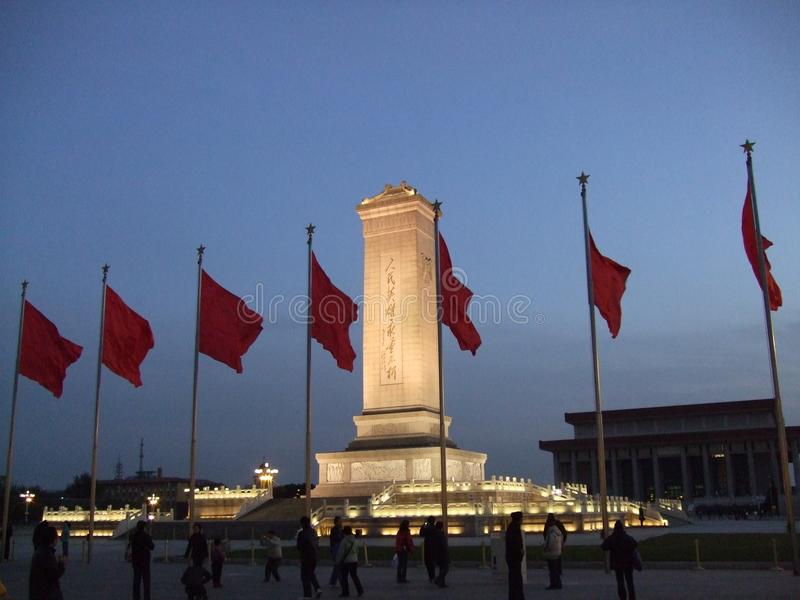 Monumento aos heróis do ` s dos povos no Pequim foto de stock