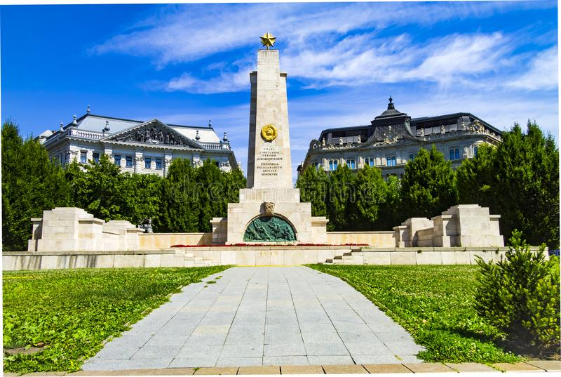 Monumento aos libertadores soviéticos dos soldados no quadrado da liberdade em Budapest fotografia de stock