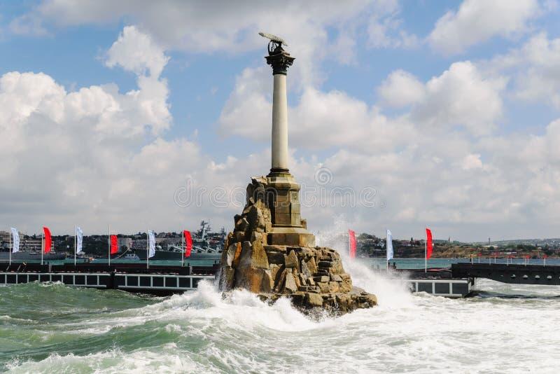 Monumento aos navios andados rapidamente na tarde fotografia de stock