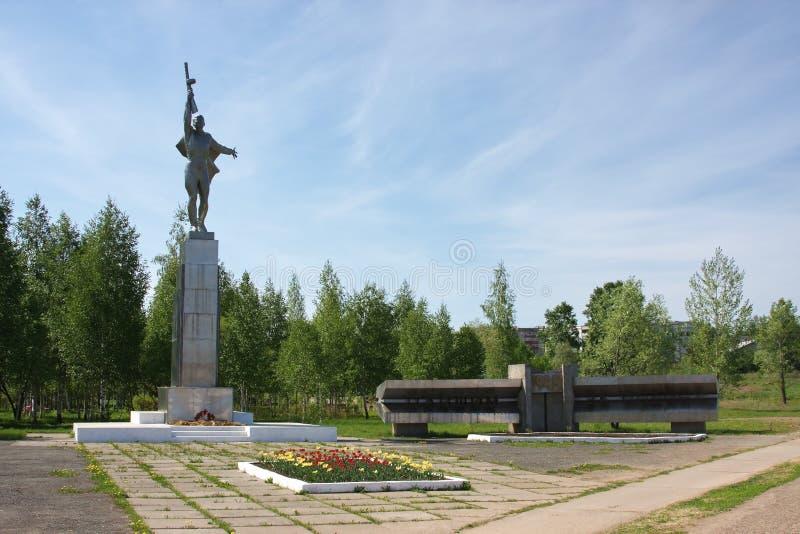 Monumento aos soldados da tropa em uma área foto de stock