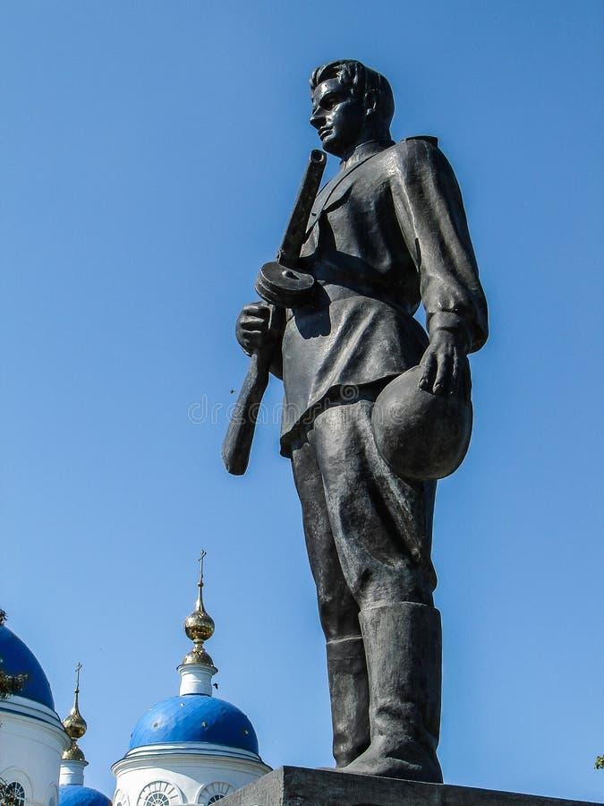 Monumento aos soldados do russo que morreram na segunda guerra mundial, na região de Kaluga em Rússia fotografia de stock royalty free