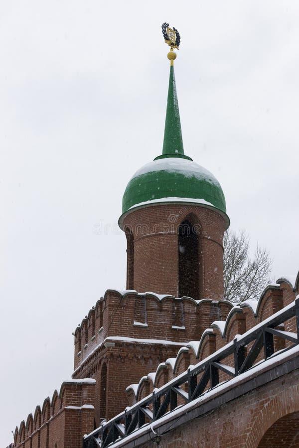 Monumento architettonico: Torre del portone di Odoyevsky di Tula Kremlin nell'inverno 2018 fotografie stock