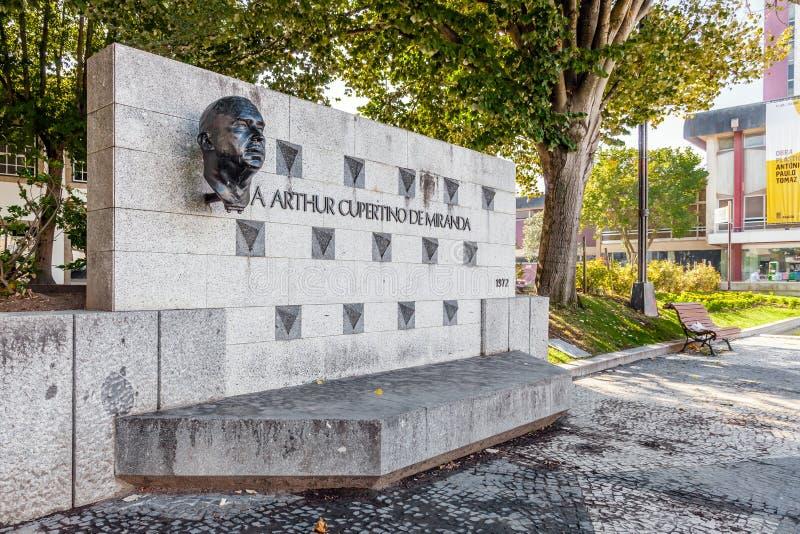 Monumento a Arthur Cupertino de Miranda no quadrado de Dona Maria II em Vila Nova de Famalicao foto de stock