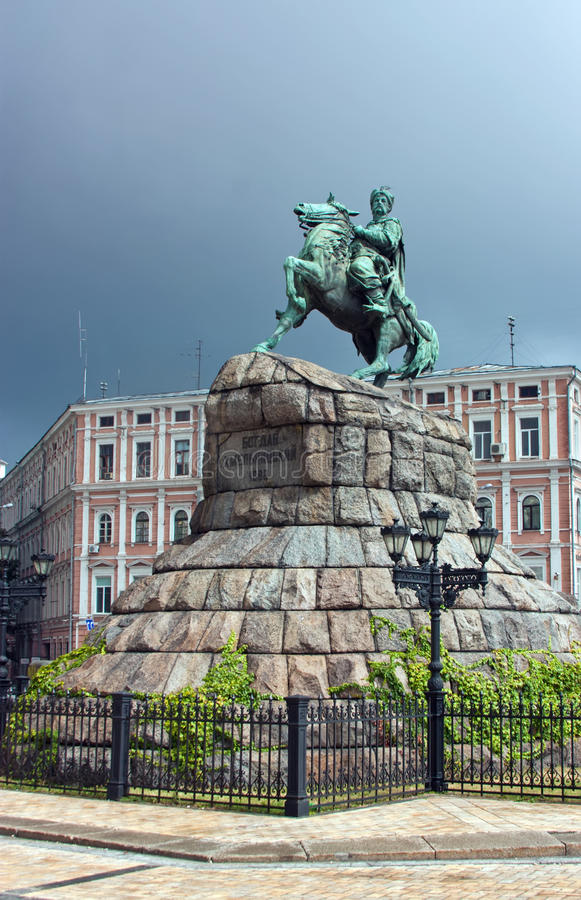 Download Monumento A Bogdan Khmelnitsky, Kiev, Ucrânia Imagem de Stock - Imagem de classicism, grade: 26506735
