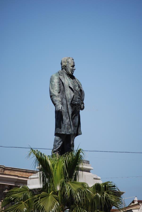 Monumento a Camillo Benso di Cavour na praça Cavour, Roma, Itália foto de stock royalty free