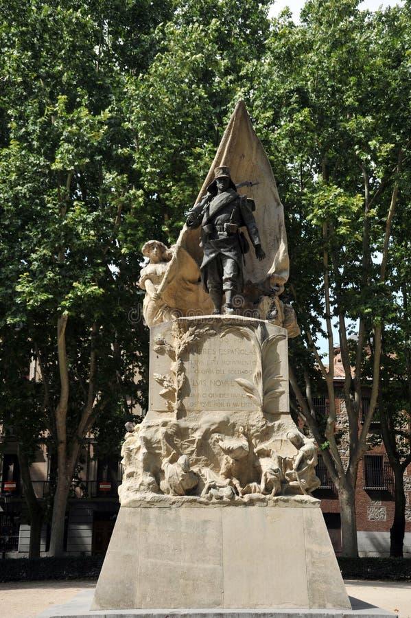 Monumento a caporale Luis Noval Ferrao 1887 - 1909, un patriota spagnolo che è stato ucciso nel Marocco sulla plaza de Oriente di fotografia stock