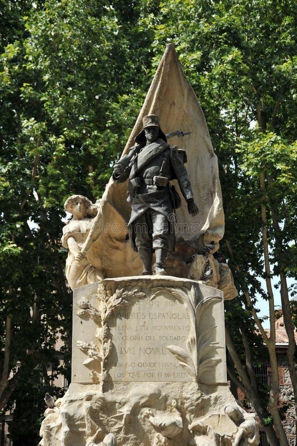Monumento a caporale Luis Noval Ferrao 1887 - 1909, un patriota spagnolo che è stato ucciso nel Marocco sulla plaza de Oriente di fotografia stock libera da diritti