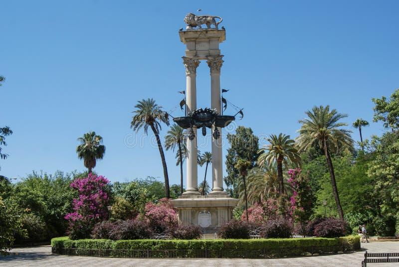 Monumento a Christopher Columbus nel Jardines de Murillo in Siviglia fotografia stock libera da diritti