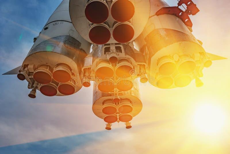 Monumento - cohete de Vostok fotografía de archivo